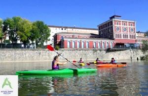 Disfruta de un paseo en piragua por el río Ebro