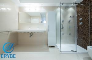 ¡Reforma y cambia tu bañera por una ducha!