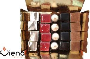 Caja de 20 pastelitos variados, de Pastelería Viena Espolón